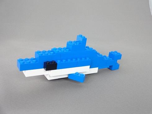 レゴ青いバケツで作るイルカ